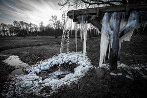 bevroren waterval , frozen waterfall van Rob Herstel