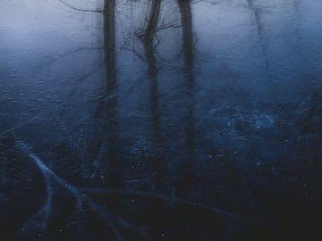 Blaue Melancholie von Keserű Collective