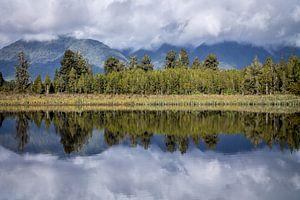 Reflecties van Lake Matheson (Nieuw-Zeeland)