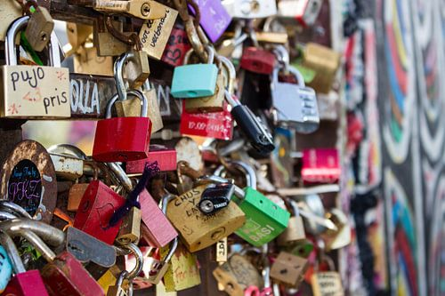 Key to the wall van Margo Smit