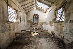 Verlassene Kapelle an einer Landstraße