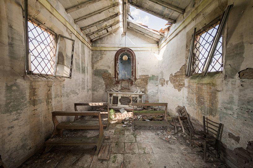 Verlassene Kapelle an einer Landstraße von Kristof Ven