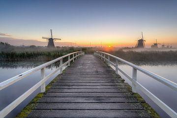 Sonnenaufgang in Kinderdijk von Michael Valjak
