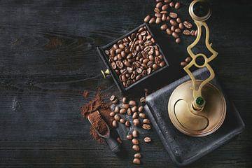 SA12338030 Nature morte du moulin à café et des grains de café sur BeeldigBeeld Food & Lifestyle