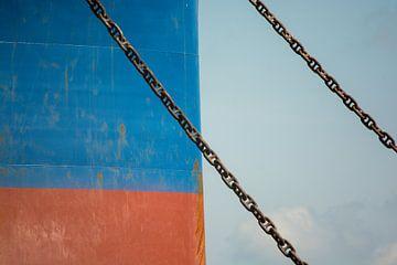 Boeg van het schip en voor anker in de haven Amsterdam. van scheepskijkerhavenfotografie