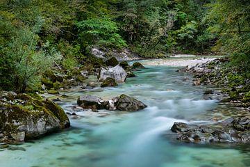 Le long de la rivière Soča sur Leontine van der Stouw