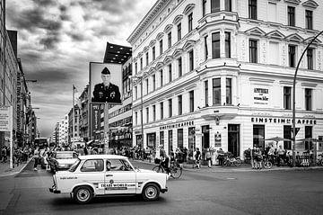 Safari en trabant au Checkpoint Charlie à Berlin sur Evert Jan Luchies