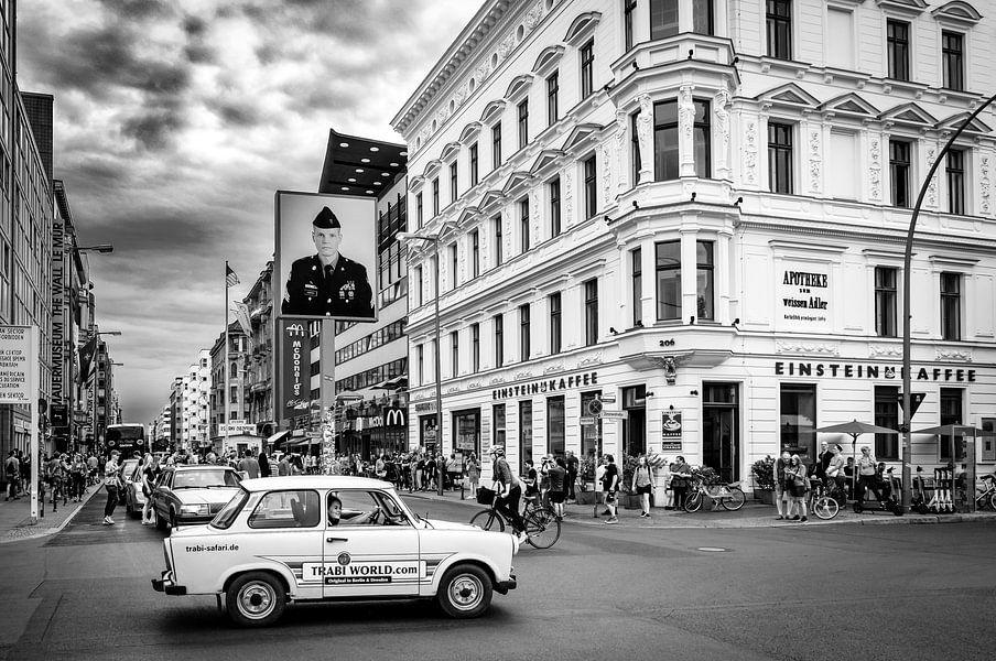 Trabant safari bij Checkpoint Charlie in Berlijn