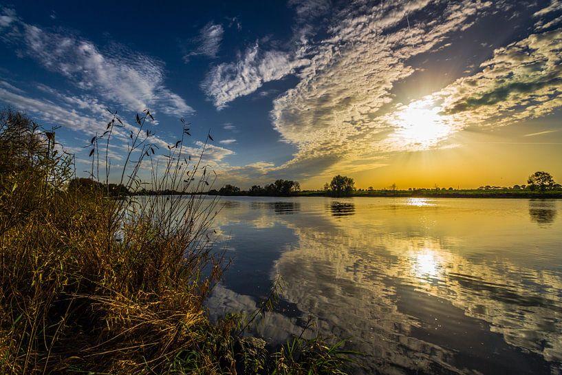 Golden River van William Mevissen