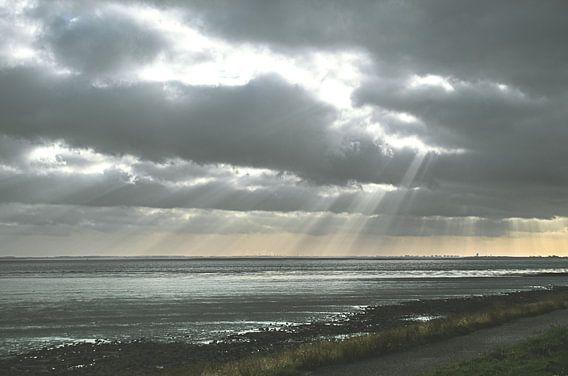 Zonnestralen bij Zeeuwse Dijk