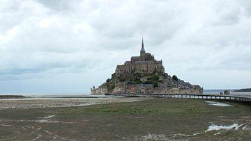 Dorpje Mont Saint-Michel in Normandië in Frankrijk. von Angelique van 't Riet
