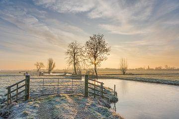 Sonnenaufgang in winterlicher Polderlandschaft von Beeldbank Alblasserwaard