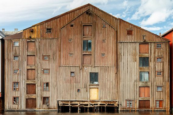 Oud pakhuis in Trondheim van Menno Schaefer