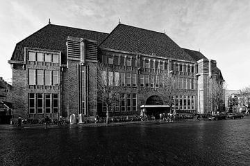 Architectuur in Utrecht: Voormalig Hoofdpostkantoor op de Neude in Utrecht in zwart-wit von De Utrechtse Grachten