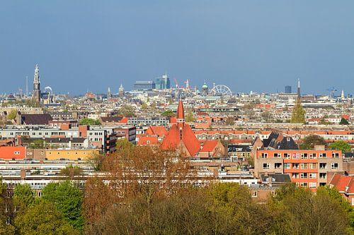 Uitzicht over Amsterdam van Dennis van de Water