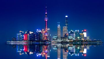 Shanghai Skyline im Dunkeln von Remco Piet