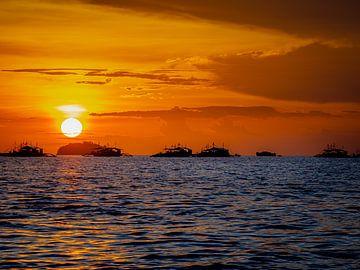 Philippinen - Insel Cebu - Sonnenuntergang auf Malapascua von Rik Pijnenburg