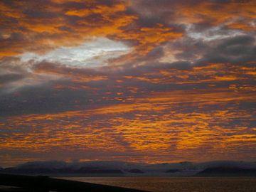 Zonsondergang op Spitsbergen van Bert Tamboer