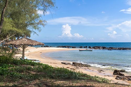 Tropisch strandje in Vietnam van Anne Zwagers