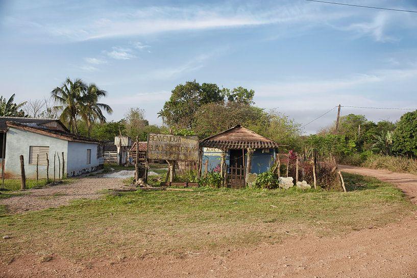 Oud blokhuis in een afgelegen Cubaans platteland en een natuurlijke omgeving van Tjeerd Kruse