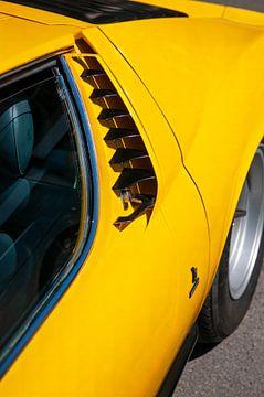 Lamborghini Miura sportwagen zijkant detail in helder geel van Sjoerd van der Wal