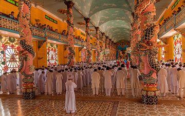 Vietnam: Cao Đài tempel (Tây Ninh) van Maarten Verhees