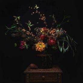 Oranje bloemen in vaas, orange flowers van Corrine Ponsen