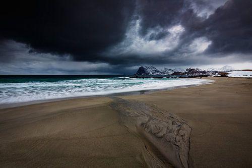 Storm boven de Noorse kust van