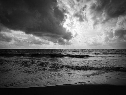 Moody Sea von Inez Wijker