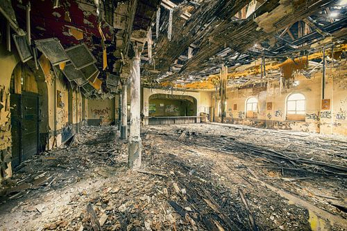 Ballroom of decay van