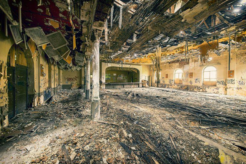 Ballroom of decay van Michael Schwan