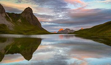 Sonnenaufgang am Rappensee von Walter G. Allgöwer