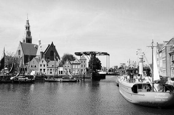 Historische havenkom Maassluis zwart/wit