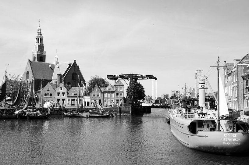 Historische havenkom Maassluis zwart/wit van Maurice Verschuur