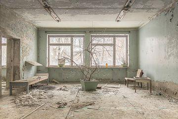 Warteraum in einem verlassenen Krankenhaus Pripjat von John Noppen