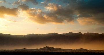 Sonnenaufgang über der sich bewegenden Wüste von Joris Pannemans - Loris Photography