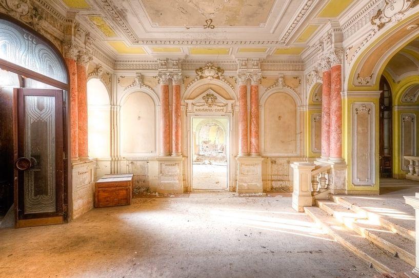 Verlaten Hotel van Roman Robroek