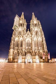 Cologne Cathedral at night van