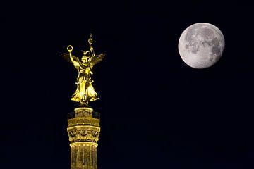 Siegessäule mit Mond