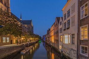 Grote Kerk en Pottenkade in Dordrecht in de avond - 2