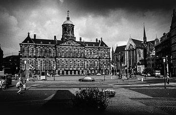 Paleis op de Dam en de Nieuwe Kerk 60-er jaren zwart-wit van PIX URBAN PHOTOGRAPHY