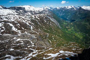 Kronkelige bergweg in Noorwegen van Jayzon Photo