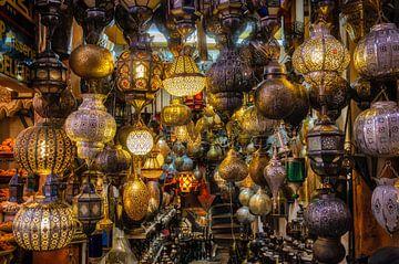 Basar mit vielen verschiedenen orientalischen  Lampen in Medina von Marrakesch in Marokko von Dieter Walther