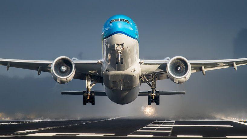 KLM Boeing 777 op Schiphol van Dennis Janssen
