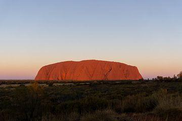 Sonnenuntergang am Uluru (Ayers Rock) in der Mitte Australiens von mitevisuals