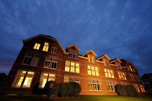 Het Tibeert gebouw op de University College Campus in Utrecht van Donker Utrecht