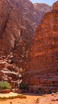 Riesige Felsformationen in Wadi Rum, Jordanien von Jessica Lokker