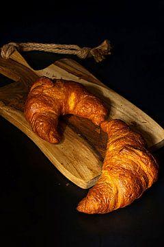 Stilleven met croissants . van Saskia Dingemans