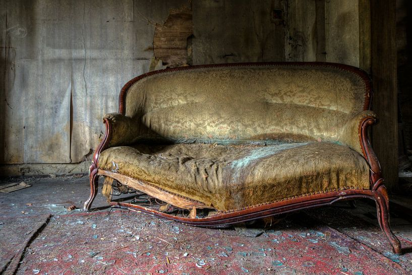 Sofa mit einer Geschichte von Perry Wiertz