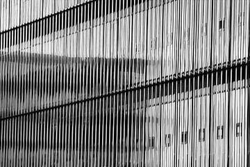 Massieve glazen wand van Jan Brons